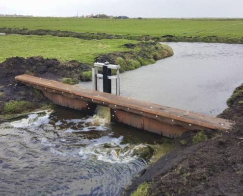 Voorbeeld van overstortstuw, zoals op meerdere plaatsen wordt geplaatst